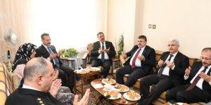 Şehit Polisin ailesini ziyaret etti