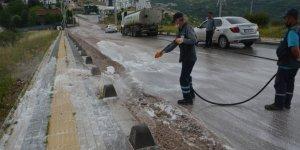 İzmit Belediyesi yağmur sonrası yolları temizliyor