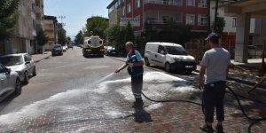 Sokaklar yıkanarak dezenfekte edildi