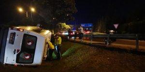 Gebze'de minibüs devrildi: 6 yaralı