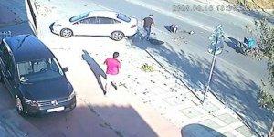 Motosiklet otomobile çarptı!