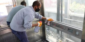 Duraklar ve yaya üstgeçit asansörleri temiz tutuluyor