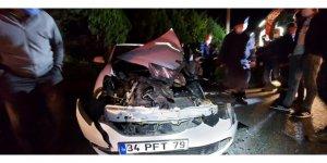 Otomobil sürücüsü yaralandı