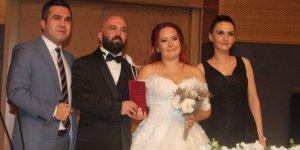 Aşkları Kadıköy'de başladı İmzayı da Kadıköy'de attılar