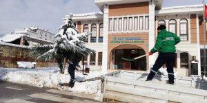 İzmit Belediyesi tuzlama çalışmalarını sürdürüyor