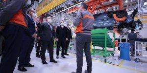 Bakan Varank otomobil  fabrikasında inceleme yaptı