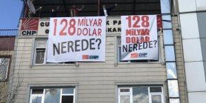 CHP Gebze'de pankart astı