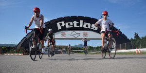 Milli sporcular bisikletleriyle ter döktü