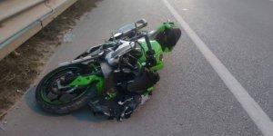 Ciple çarpışan motosikletin sürücüsü yaralandı