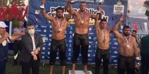 Güreşçiler madalyaya doymuyor