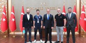 Milli Karatecimiz Eray Şamdan, Vali Yavuz'u ziyaret etti