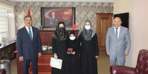 Kaymakam Güler'den Türkiye birincisine ödül