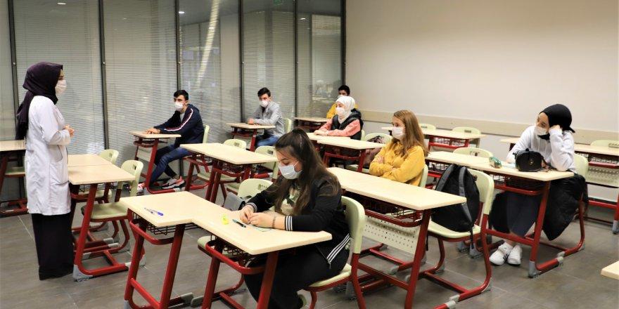 bilgievleri-ve-akademi-liselerde-yuz-yuze-egitim-heyecani-(5).jpg
