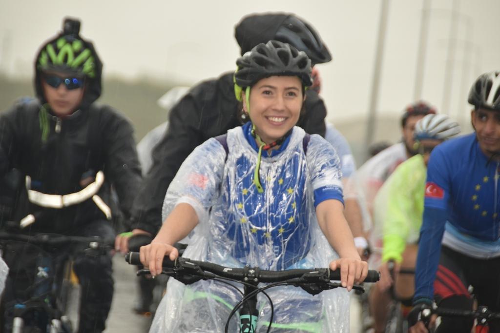 bisikletle-osman-gazi-kopru-gecis-ani.-002.jpg