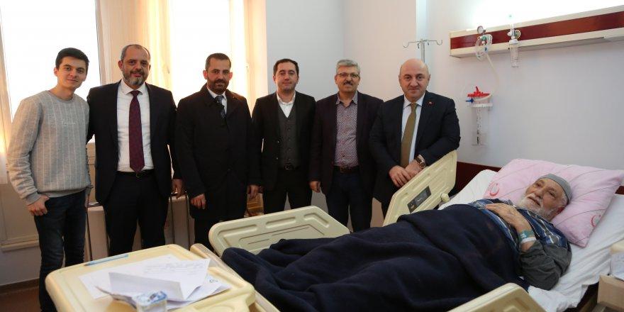 biyik,-farabi'de-hastalari-ziyaret-etti-(1).jpg