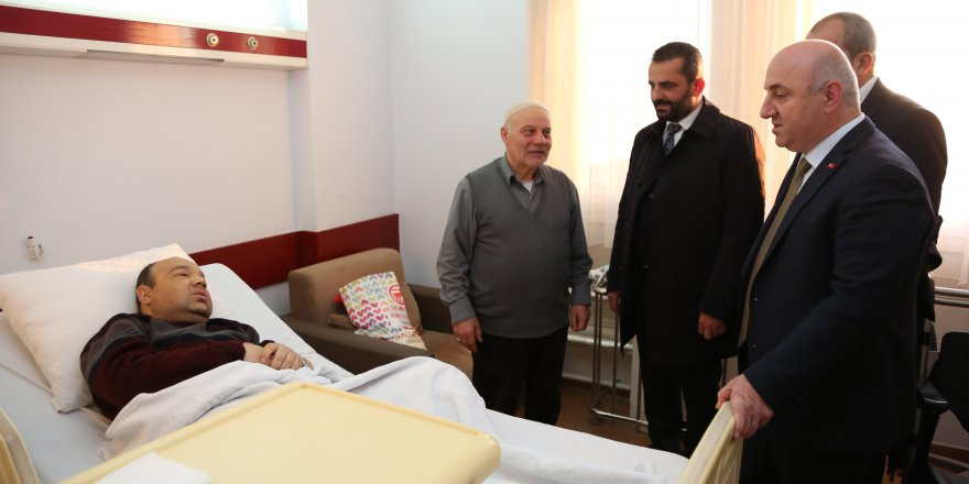 biyik,-farabi'de-hastalari-ziyaret-etti-(4).jpg