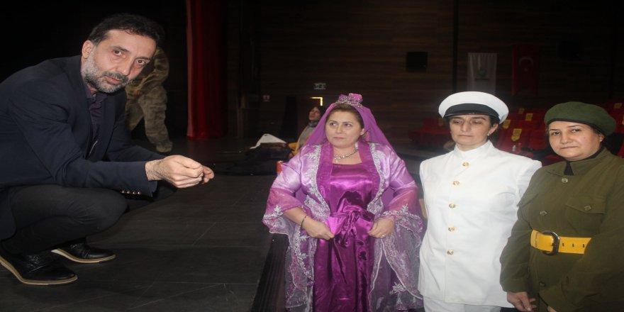 cayiirova-kent-konseyi-tiyatro-32.jpg
