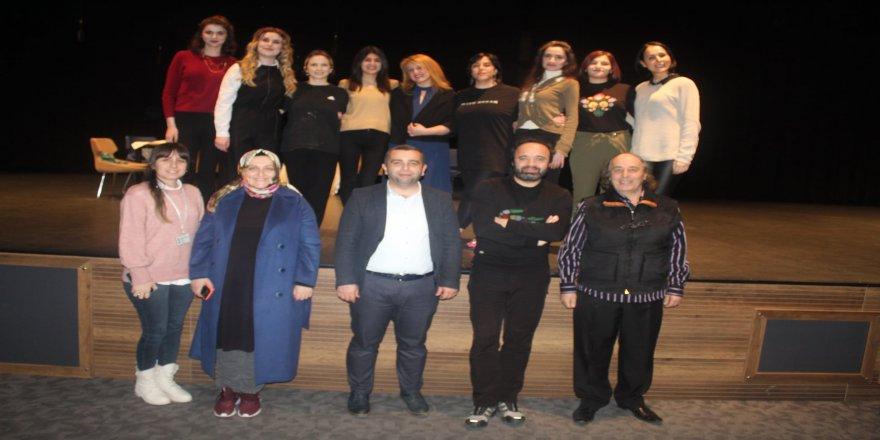 cayirova-belediye-kadin-tiyatrosu-12.jpg