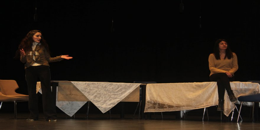 cayirova-belediye-kadin-tiyatrosu-4.jpg
