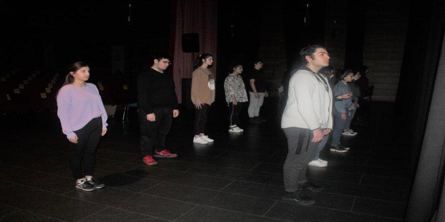 cayirova-genc-tiyatro-9.jpg