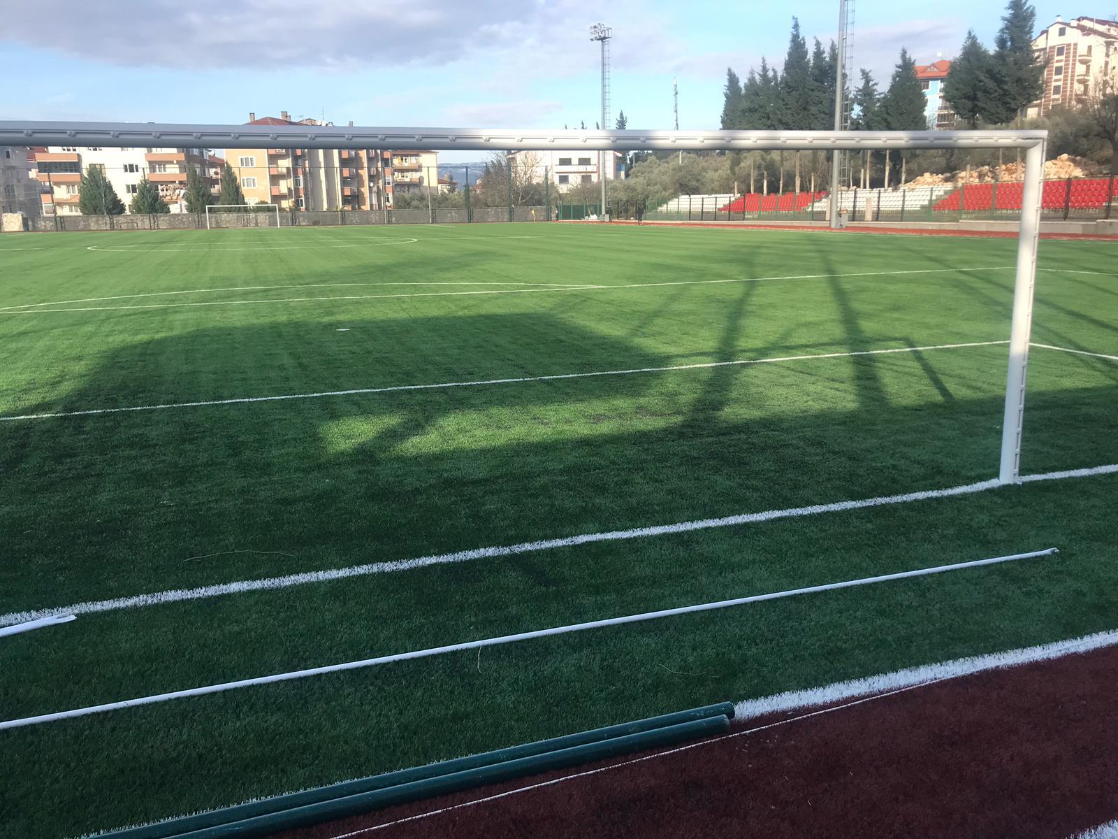karamursel-stadi-yeni-zemin-(3).jpg
