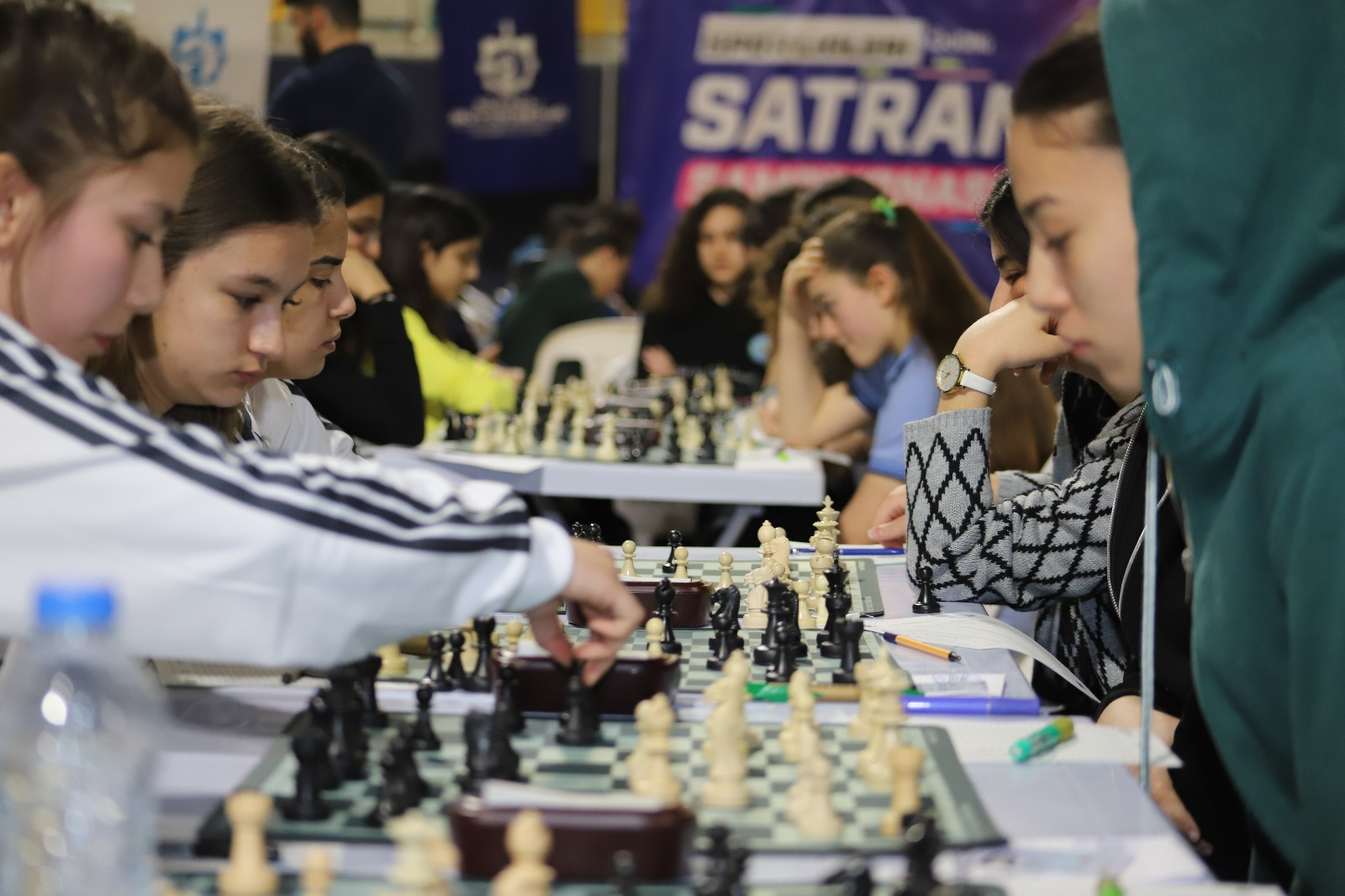okullar-arasi-satranc-turnuvasi-heyecani-yasaniyor-(10).jpeg