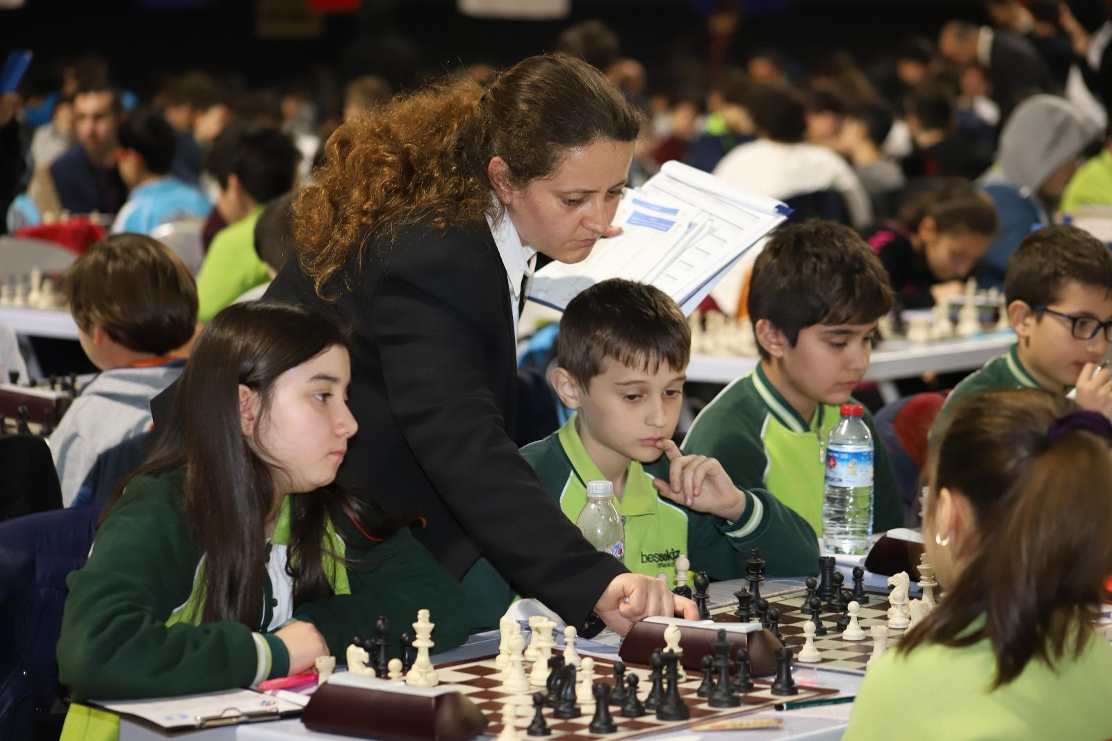 okullar-arasi-satranc-turnuvasi-heyecani-yasaniyor-(2).jpeg