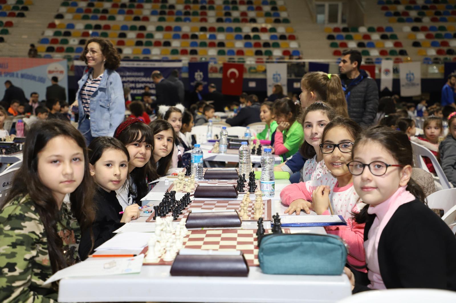 okullar-arasi-satranc-turnuvasi-heyecani-yasaniyor-(3).jpeg