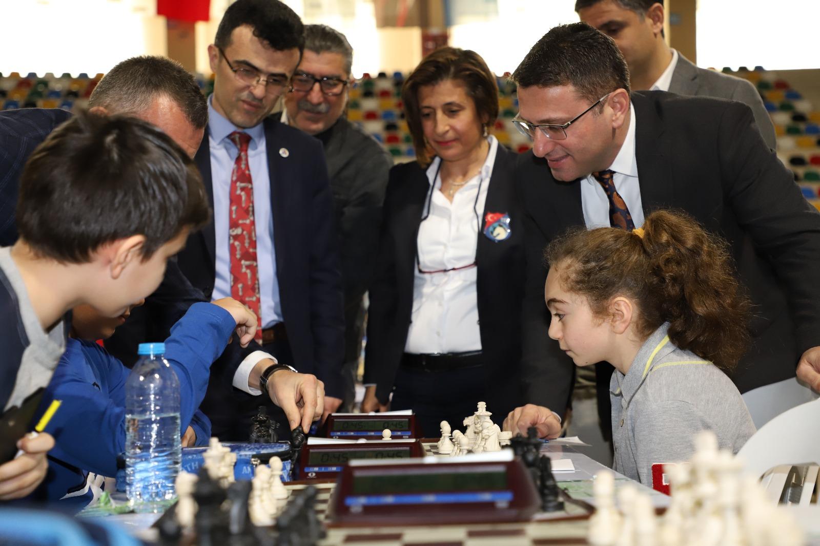 okullar-arasi-satranc-turnuvasi-heyecani-yasaniyor-(7).jpeg
